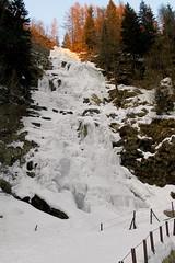 LA CASCATA DI SAMBUZZA (Momenti di Montagna) Tags: 2005 winter italy mountain ice nature trekking val inverno orobie montagna ghiaccio febbraio carona brembana