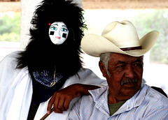 Tradicin (Memo Vasquez) Tags: portrait face indgenas sonora mxico retrato cara canoneos20d rostro tradicin mscara juevessanto culturapopular mayos religin memovasquez religinpopular huatabampo religiosidad indgenasmayos jpare fariseos