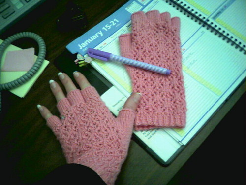 Lace fingerless gloves, office style!