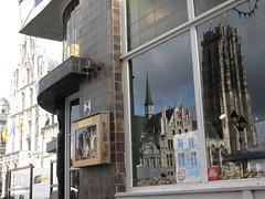 Hoek Bruul - Grote Markt (mechelenblogt_jan) Tags: mechelen stadhuis grotemarkt sintromboutstoren sintromboutskathedraal bruul keldermansvleugel dekeizerin kortenbruul