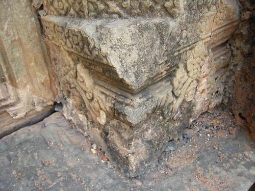 柱腳的石雕