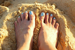 how happy feet got happy (jen clix) Tags: hawaii sand oahu myfeet sandybeach bluetoes digyourtoesin myfavoritepolish