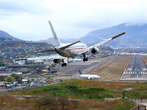 フリー画像| 航空機/飛行機| 旅客機| ボーイング757| American 757|       フリー素材|