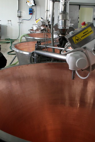 Copper-lined steam kettles for heating the milk