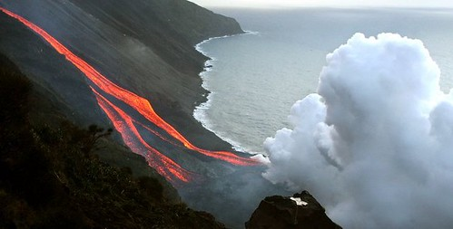 419677095 4aeb4795b2 Danger and Beauty of Hawaiian Volcanoes