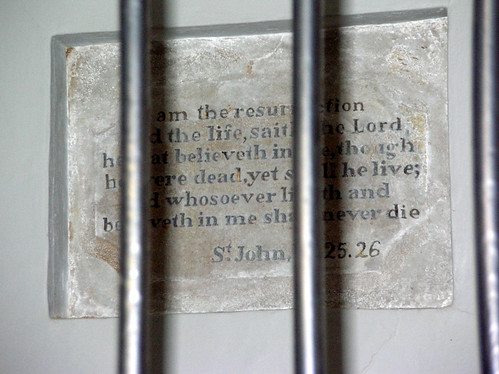 "Plaque inside Washington's Tomb (""I am the Resurrection and the Life; sayeth the Lord. He that believeth in Me, though he were dead yet shall he live. And whosoever liveth and believeth in Me shall never die."" John 11. 25.26)"