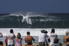 Welcome to the Pipe Masters (Chad Podoski) Tags: hawaii oahu contest 2006 surfing northshore pipeline