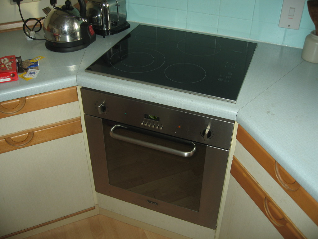Home: Kitchen - Oven and Hob