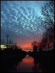Sunset #2 (Sartori Simone) Tags: italien sunset italy sun river geotagged soleil europa europe italia tramonto sole sonne rie italie piove veneto sacco skypage interestingness305 i500 allrightsreserved piovedisacco saccisica flickrworldwide simonesartori sfidephotoamatori