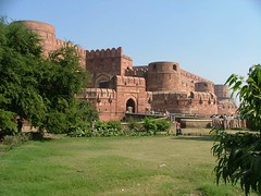 Agra - fort, India (LeszekZadlo) Tags: voyage travel india architecture buildings puerta gate asia fort urlaub agra worldheritagesite indie porta porte tor fortifications fortress indien rocca poort festung moghuls ph369 podr amarsinghgate greatmughals akbaridarwaza