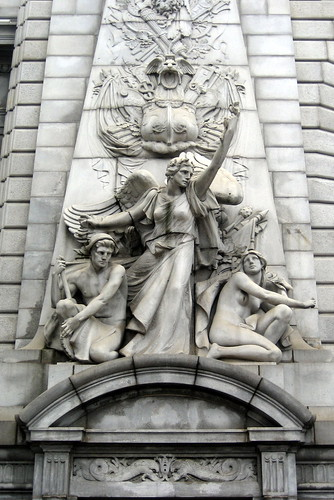 NYC - Chinatown - Manhattan Bridge Arch - sculpture