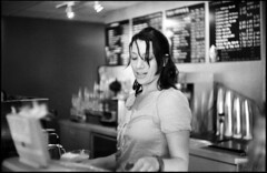 Mi querida barista (Gabriel M.A.) Tags: leica portrait people bw film caf 50mm interestingness rangefinder explore diafine barista m2 ilford fp4 manualfocus f15 summarit coolscan5000 leicasummarit50mmf15