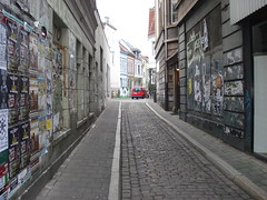 :) (bremen_dublin) Tags: auto street houses red house streetart streets rot cars car wall germany advertising poster stencil pavement wand strasse haus walls autos strae bremen werbung straen huser brgersteig strassen wnde brger