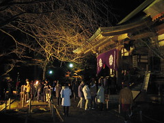 People lining up at Kuhombutsu Temple