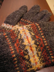 fair isle gloves (katarina w) Tags: red yellow grey knitting knit yarn gloves fairisle garn sticka gul gr rd fingervantar