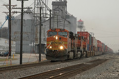 BNSF 7683 Eastbound (Jim Frazier) Tags: road trip railroad november orange santafe industry rural train buildings landscape countryside vanishingpoint illinois scenery track industrial commerce technology v100 country grain tracks engine structures machine engineering rail railway trains roadtrip 2006 fv5 f10 structure business rainy engines rails g1 f3 agriculture elevators mighty powerful f5 freight bnsf smalltown cv locomotives chicagoland freighttrain grainelevators v200 burlingtonnorthern atsf railfanning burlingtonnorthernsantafe v500 v1000 q4 v5000 mazon v2000 mazonedelstein2006 mazontrains 2008calpot jimfraziercom wmembed