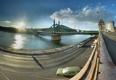 Budapest - 07-01-2006 - 15h11 (Panoramas) Tags: bridge panorama de point geotagged puente liberty pod hungary budapest ponte most libert franz pont brug brcke franois vanishing danube hdr szabadsg hd ptassembler kpr danau fuite hongrie ferenc etiennecazin  jzsef  geo:lat=47486839 geo:lon=19056709 smartblend tiennecazin