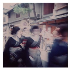 (sky_blue) Tags: japan holga kyoto geisha gion
