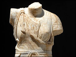 2000 year statue of greek godess