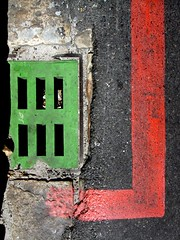 Stop! Go! (EltonHarding) Tags: road red storm abstract colour green lines paint colore pavement painted go shapes grill drain stop abstracto astratto farbe markings couleur tar abstrakt rectangles rectangular abstrait kleur dsc00361 tiltebh