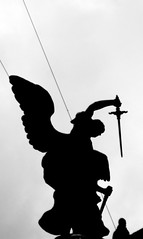 La vendetta dell'angelo ([Haring]) Tags: vatican rome roma shadows ombre vaticano csi uscita pontesantangelo arcangelogabriele upter lavendettadellangelo
