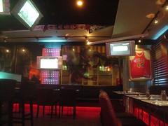 [店] 17 Sports Bar & Restaurant (2)_放了一件45號的Jordan球衣