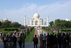 Crowds at the Taj