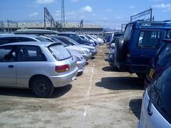 狭すぎる駐車場