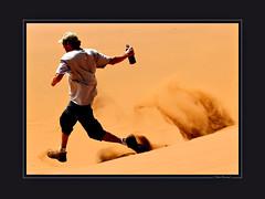 Namibie : Sossusvlei Dunes (KraKote est KoKasse.) Tags: africa portrait man southafrica jump dune sable norbert gentleman homme afrique namibie 30x40 sossusvleidunes krakote nefanch maselection nefrancois nemmarsup forcont hommedumonde wwwkrakotecom valeriebaeriswyl