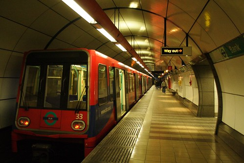 DLR train 33 at Bank