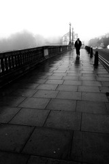 Solitude (Flying Fin) Tags: bridge england fog solitude december foggy solitary berkshire caversham 290explore281206 spittinshells