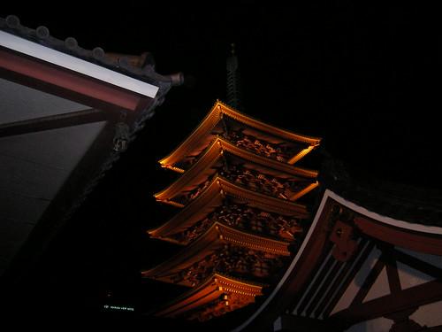 五重塔のライトアップ、素敵だったわ。でも、三脚を持ってこなかったから、まともなのはこれだけ