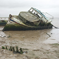 Dead boat (Stringendo) Tags: boat suffolk mud orford novideo