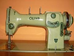 A minha máquina de costura (mais de perto)...