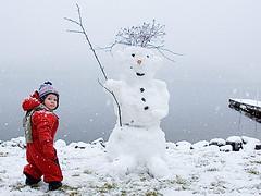 snowman (fbphoto.ca) Tags: winter lake snow cold snowman child play hiver falling neige enfant impressedbeauty fbphotoca