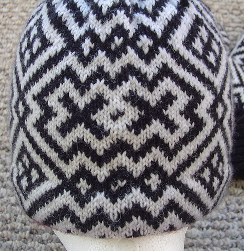 Sage's hat and mitten set - back of hat (jog)