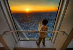 Window to His World (/\ltus) Tags: sunset japan tokyo pentax moribuilding roppongihills hdr mtfuji 3xp 200612 flickrsbest mywinners lastsunsetin2006