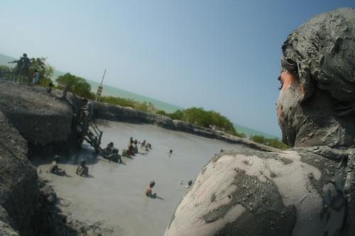lodo en un cráter