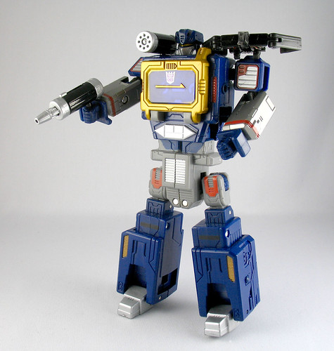 "6"" Titanium Soundwave and Laserbeak"