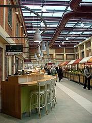 Eataly:vista sulla sala tra il mercato e uno dei risto