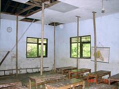 Kondisi Kelas (solidaritas KEBERSAMAAN) Tags: school kids children support foundation yayasan bantuan olahraga solidaritas kebersamaan gelangmerah tunascendekia perlengkapan kawiku sdn2 kalisalak windujaya