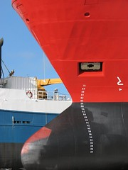 Bow (adraskoy) Tags: blue red white black newfoundland industrial ships stjohns bow february penninsula drydock avalon 2007 dockyard hulls stjohn´s avalonpenninsula