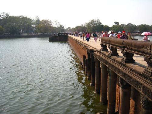 190 公尺寬的護城河