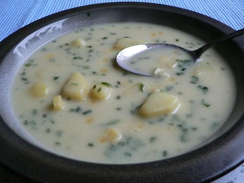 Kartoffelsuppe mit Cheddar und Schnittlauch