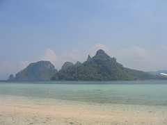 hazy shade of hot season (permanently scatterbrained) Tags: island southeastasia philippines pi tropical pinay pinoy palawan thephilippines miniloc philippineislands