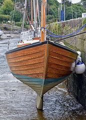 You can lean on Me.. (Harleynik Rides Again.) Tags: traditionalwoodenboat boat sailboat clinker lowwater tide pontaven britagne france harleynikridesagain