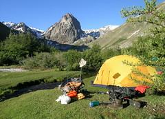 Campamento en El Bolsn. (Mono Andes) Tags: chile mountain trekking landscape 2006 backpacking andes diablo montaa campamento cordillera regindelmaule chilecentral cordilleradelosandes colmillo parquenacionalradalsietetazas