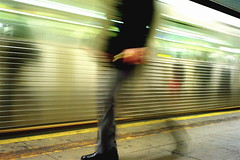 rush hour (Susan NYC) Tags: nyc newyorkcity people ny motion blur underground subway movement au platform 2006 rush m8 hurry cmw bl subwayplatform cotcmostfavorited ll1006556 leicaelmarit28mmf28asph