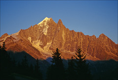 evening drus (Ron Layters) Tags: sunset red orange france mountains alps nature geotagged interestingness slide explore valley transparency chamonix alpenglow hautesavoie pentaxmz10 mountainsalps aiguilleverte elevation40004500m elevation35004000m flickrfly lesdrus aiguilledudru altitude3754m summitaiguilleverte ronlayters slidefilmthenscanned massifdumontblanc flammesdespierres granddru petitdru geo:lat=45935 geo:lon=696404 highestpositioninexplore416onthursdayjuly52007 altitude4121m summitaiguilledesdrus
