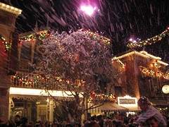It's snowing on Main Street. (12/14/06)